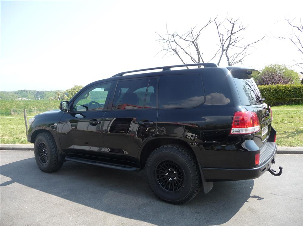 Toyota Land Cruiser VDJ200