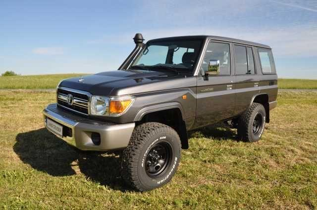 Toyota Land Cruiser GRJ76 station wagon - facelift